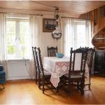 Möblerbara hallen från köket sett